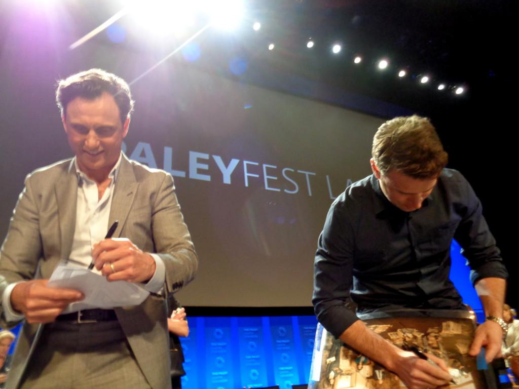 Tony Goldwyn & Scott Foley giving autographs