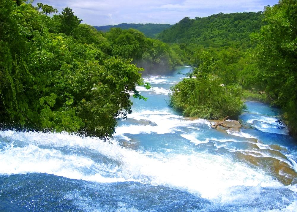 Agua-Azul-waterfalls-blue-water-river-in-Chiapas-Mexico