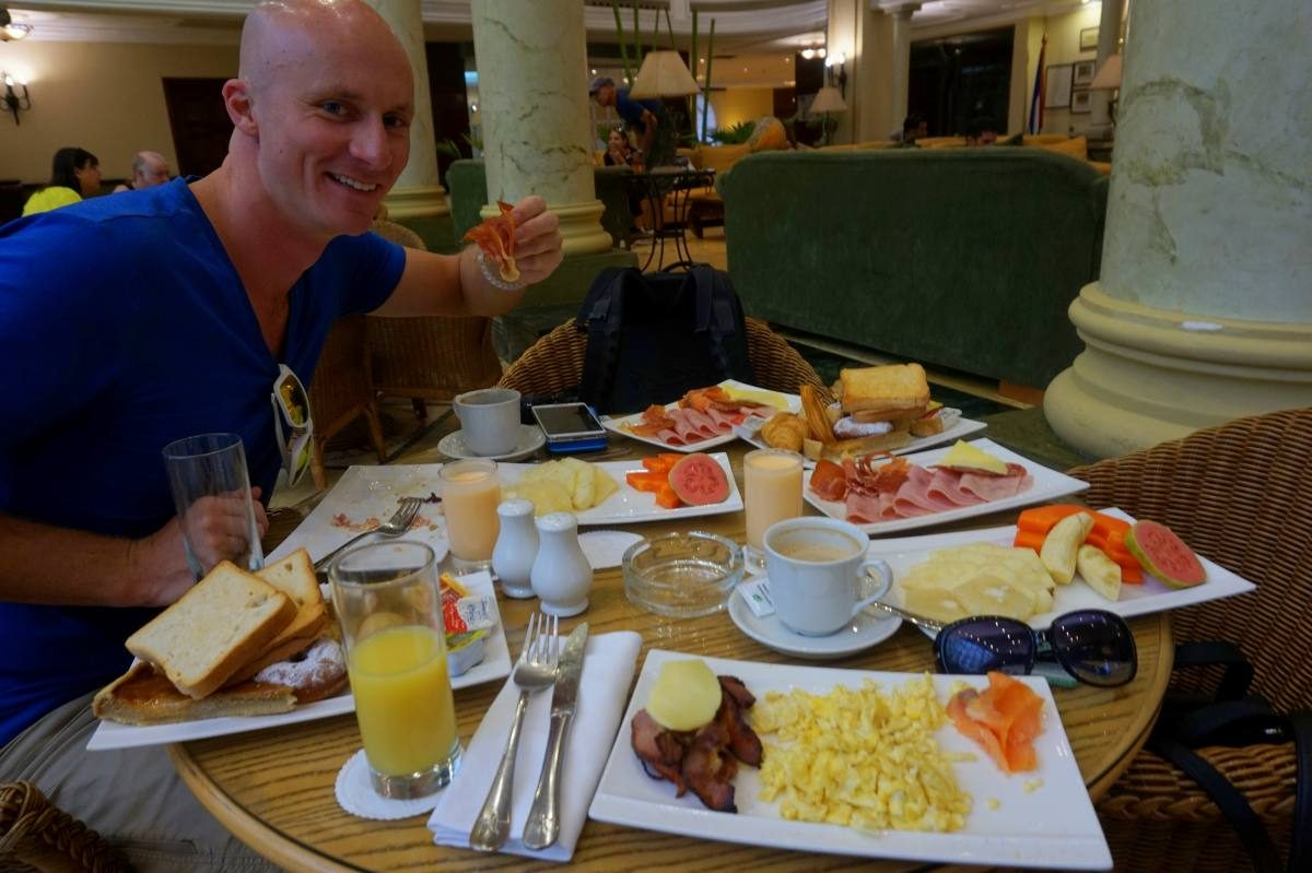 Breakfast for 2 in Havana!
