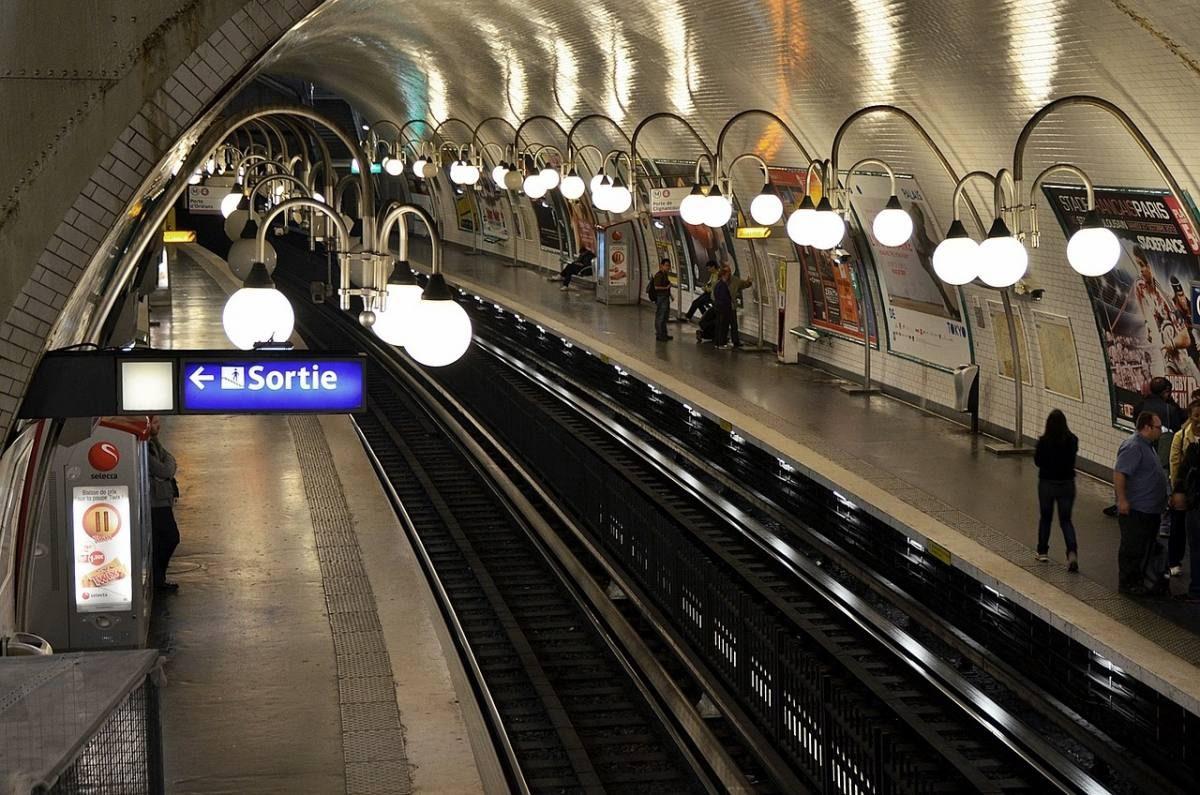 المترو في مدينة باريس، فرنسا