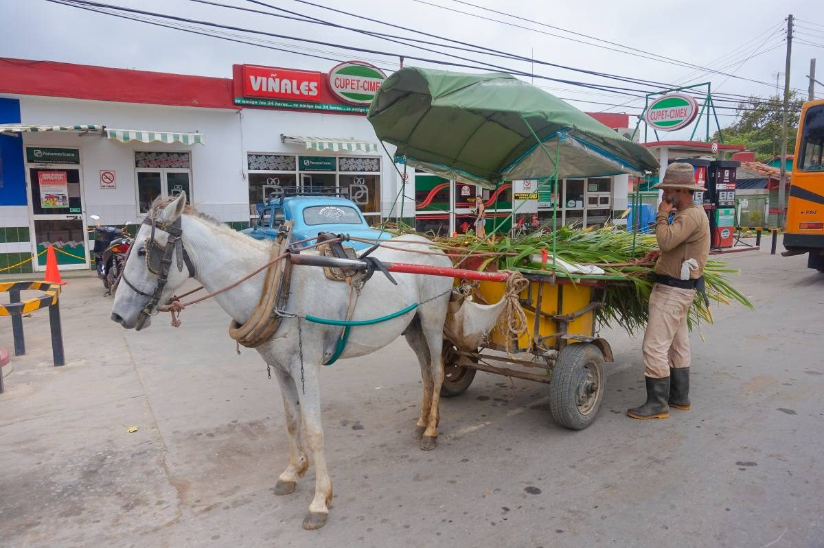 Vehicle at Vinales gas station